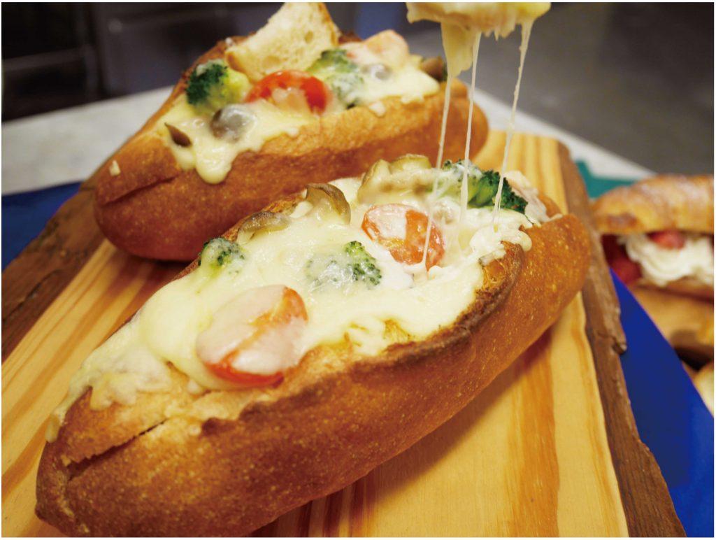 【製パン】バケットチーズフォンデュ&クロワッサンサンド @ ecole UMEDA
