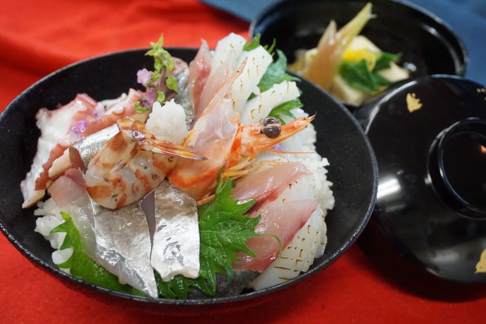 【AO入試エントリー開始】旬の海鮮丼&お吸い物 @ ecole UMEDA