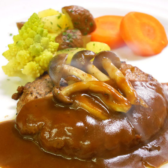 【西洋料理】ハンバーグステーキ&世界のごちそうビュッフェ! @ ecole UMEDA